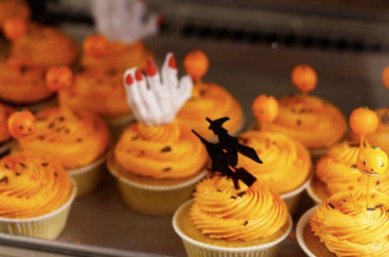 Halloweencakes1